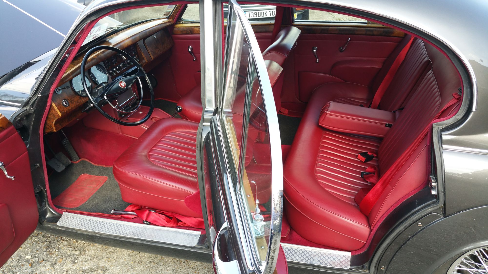 Jaguar mk2 3 8l 1963 gun metal interieur classic car for Interieur jaguar